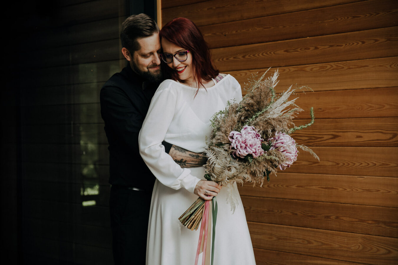Rockandroll wedding in a forest cabin